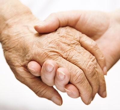Elimina manchas de las manos causadas por el sol con luz pulsada